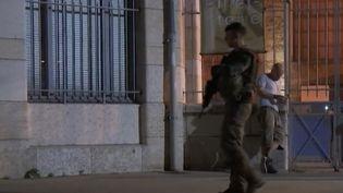 Dès mardi 23 mai, la sécurité a été renforcée notamment autour des concerts; À Lyon (Rhône), un public jeune, familial est venu voir Matt Pokora sur scène. Certains reconnaissent avoir hésité avant d'y aller. (FRANCE 2)