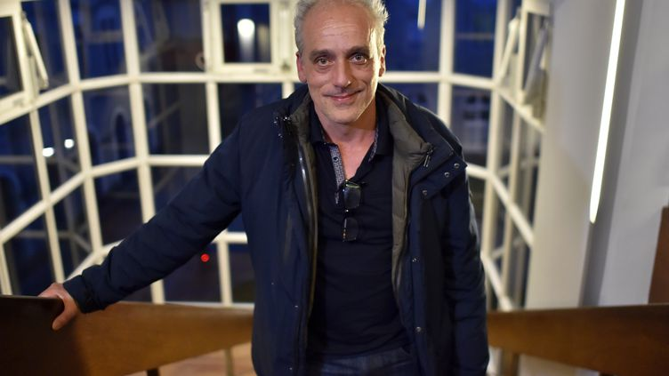 Philippe Poutou, candidat NPA à la présidentielle, pose avant son meeting de Nantes, le 29 mars 2017. (LOIC VENANCE / AFP)