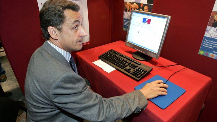 Nicolas Sarkozy, alors ministre de l'Intérieur,au siège de l'UMP à Paris, le 11 janvier 2006. (CHARLES PLATIAU / REUTERS)