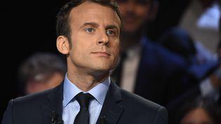 Le candidat d'En marche ! à l'élection présidentielle, Emmanuel Macron, lors du débat télévisé du 4 avril 2017 entre les 11 candidats. (LIONEL BONAVENTURE-POOL/SIPA)