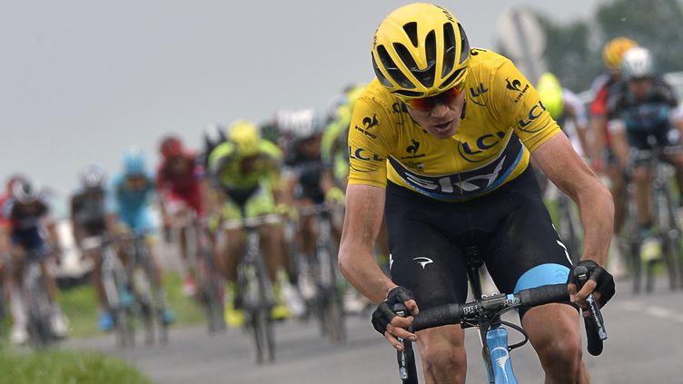 Le maillot jaune du Tour de France 2015 Christopher Froome lors de l'étape Seraing-Cambrai, le 7 juillet 2015. (JEFF PACHOUD / AFP)