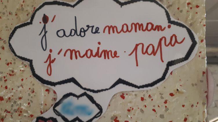 Dessin d'un enfant suivi dans un centred'accueil d'urgence, à LaCourneuve. (GAELE JOLY / RADIO FRANCE)