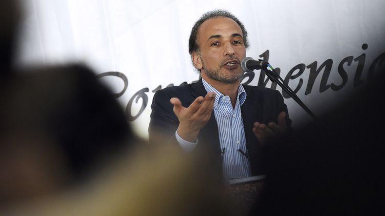 L'islamologue suisse Tariq Ramadan, le 6 avril 2015 au Bourget (Seine-Saint-Denis). (LOIC VENANCE / AFP)