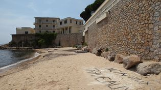 La plage de la Mirandole àVallauris-Golfe-Juan (Alpes-Maritimes), le 14 juillet 2015. (MAXPPP)