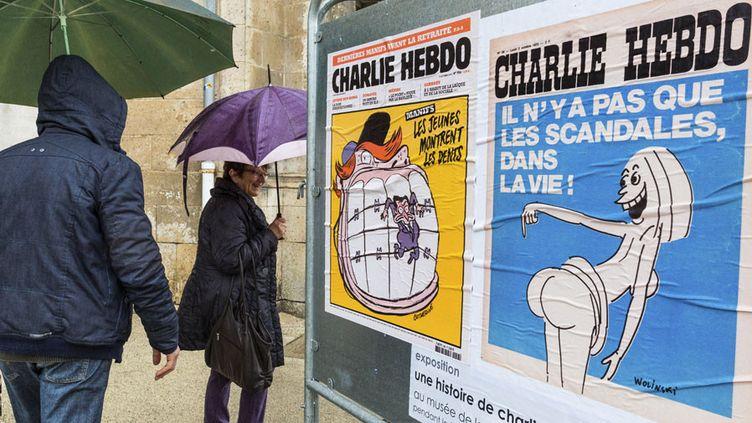 A Angoulême, des unes de Charlie Hebdo ont été installéessur des panneaux électoraux  (Pierre Duffour / AFP)
