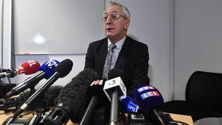 le procureur Eric Bouillard annonce lors d'une conférence de presse que le corps de Vanille, 1 an, a été retrouvé dans une benne à vêtements à Angers, le 9 février 2020. (MARC ROGER / MAXPPP)