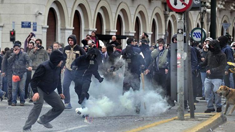 Affrontement entre manifestant et forces de l'ordre le 23 février à Athènes (AFP/ARIS MESSINIS)
