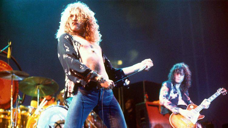 Robert Plant et Jimmy Page en concert avec Led Zeppelin en 1975.  (Rex Features/REX/SIPA)