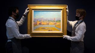 """Le tableau""""La tour de la mosquée Koutoubia"""",peint par l'ancien Premier ministre britannique Winston Churchill, a été adjugé le 1er mars à Londres pour 8,1 millions d'euros par la maison de ventes Christie's. (TOLGA AKMEN / AFP)"""