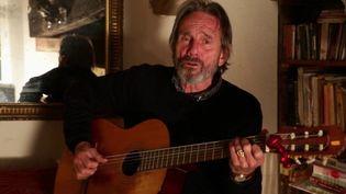"""Connue de tous, la chanson """"Say It Ain't So, Joe"""" a 45 ans. Depuis le Béarn, où il a élu domicile, Murray Head revient sur le parcours, parfois compliqué, d'un morceau incontournable. (France 3)"""