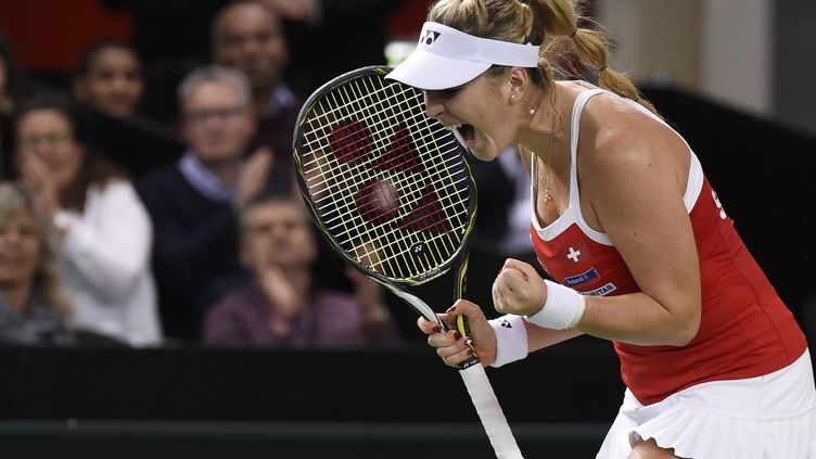 Belinda Bencic envoie la Suisse en demi-finale de Fed Cup (JEAN-PHILIPPE KSIAZEK / AFP)