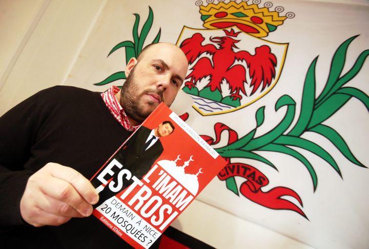 Le leader identitaire, Philippe Vardon, présente son pamphlet contre le maire de Nice, Christian Estrosi, le 12 mars 2014. (MAXPPP)