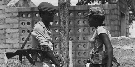 Membres de la guérilla contre le régime blanc rhodésien (6-2-1980). (AFP - Pierre Haski)