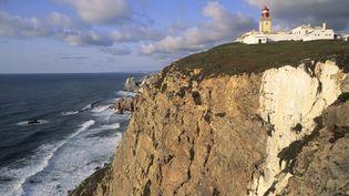 C'est de cette falaise deCabo da Roca(Portugal) qu'est tombé le couple de Polonais, samedi 9 août 2014. (YVAN TRAVERT / PHOTONONSTOP / AFP)
