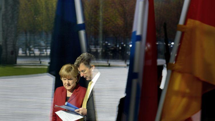 La chancelière allemande, Angela Merkel, et le grand-duc Henri du Luxembourg, à Berlin (Allemagne), le 24 avril 2012. (ODD ANDERSEN / AFP)