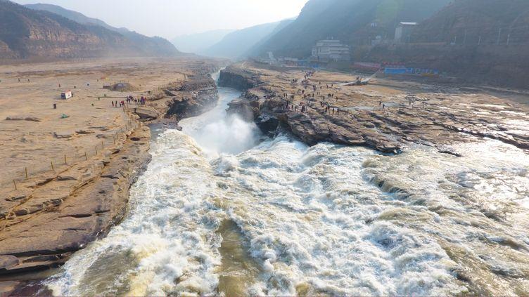 Vue des chutes de Hukou, sur le Fleuve Jaune, dans la province chinoise de Shanxi, le 16 février 2017. (STRINGER / IMAGINECHINA)