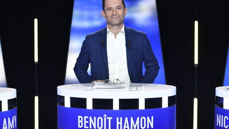 La tête de liste de Génération.s pour les élections européennes, Benoît Hamon, lors d'un débat entre candidats sur BFMTV, le 23 mai 2019. (STEPHANE DE SAKUTIN / AFP)