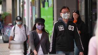 Grande-Bretagne : comment expliquer la baisse des contaminations au Covid-19 ? (FRANCE 2)