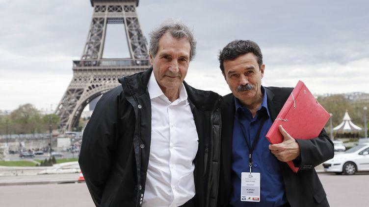 Jean-Jacques Bourdin et Edwy Plenel (à droite) arrivent au palais de Chaillot, le 15 avril 2018, à Paris. (FRANCOIS GUILLOT / AFP)