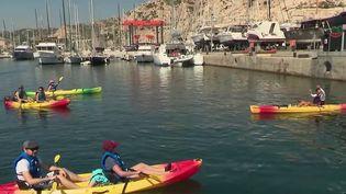 Les régions de France ont lancé la bataille de l'été pour attirer les touristes. Du côté de Marseille, dans les Bouches-du-Rhône, des bons d'achat ont été créés pour encourager le tourisme et les activités locales. (CAPTURE ECRAN FRANCE 2)