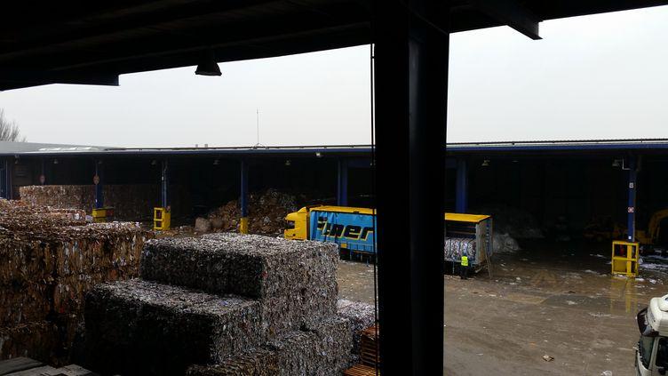 L'usine de triPaprec, à Villeneuve-le-Roi, dans le Val-de-Marne. (ANNE-LAURE BARRAL / FRANCEINFO)