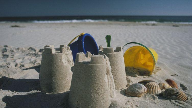 Les châteaux de sable les plus stables ont une teneur en eau très faible, selon une étude parue dans Nature le 2 août 2012. (PETER DAWSON / GETTY IMAGES)