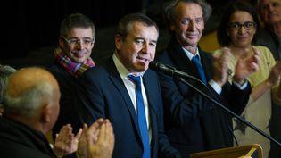 Le candidat socialiste, Frédéric Barbier, vainqueur du second tour de la législative partielle du Doubs face à son adversaire FN, Sophie Montel, prononce son discours de victoire àAudincourt (Doubs), le 8 février 2015. (SEBASTIEN BOZON / AFP)