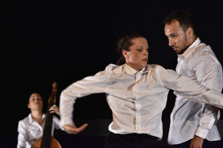 """Lucile Boulanger, Mathilde Devoghel et Aymen Fikri dans """"Trio"""" le 18 septembre 2021. (BERTRAND PICHENE - FESTIVAL D'AMBRONAY)"""