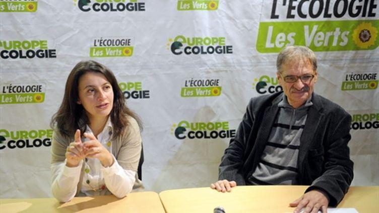Cécile Duflot et Jean-Paul Besset lors d'une conférence de presse, le 18 octobre 2010, à Paris. (AFP - Miguel Medina)