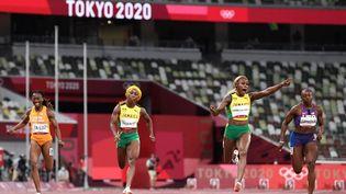 La Jamaïcaine Elaine Thompson-Herah, championne olympique en titre, a été de nouveau sacrée à Tokyo sur le 100 m. (HIROTO SEKIGUCHI / YOMIURI / AFP)