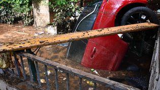 A Euskirchen, en Allemagne, les inondations des mercredi 14 et jeudi 15 juillet ont causé la mort d'au moins 20 personnes. Elles ont emporté les voitures, les maisons, arraché les arbres. (SEBASTIAN KLEMM / DPA via AFP)