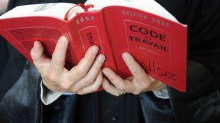 """Pour le groupe d'universitaires, le Code du travail mérite d'être """"profondément réformé"""", mais d'une autre manière que celle prônée par le gouvernement. (FRED TANNEAU / AFP)"""