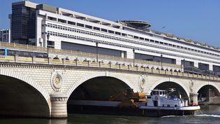 Bercy chiffre à 2 milliards d'euros les économies réalisées grâce à la baisse des taux d'intérêts. (BERTRAND GUAY / AFP)