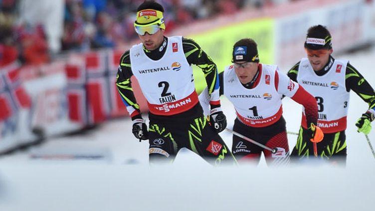 Les deux Français Jason Lamy-Chappuis et François Braud encerclent l'Autrichien Bernhard Gruber