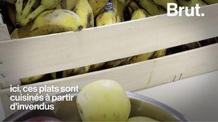 VIDEO. À Lyon, des voisins cuisinent ensemble avec des invendus alimentaires (BRUT)