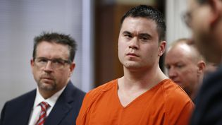 L'ancien policier Daniel Holtzclaw écoute le rendu du jugement, le 21 janvier 2016, à Oklahoma City (Oklahoma). (REUTERS)