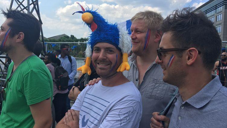 Le sourire des supporters de l'équipe de France, à Pantin (OLIVIA COHEN / FRANCEINFO)