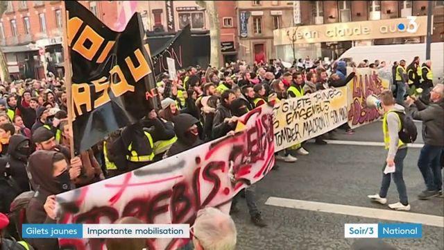 """""""Gilets jaunes"""" : importantes manifestations partout en France"""