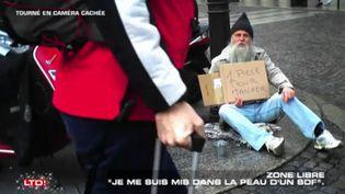 """Capture d'écran d'un sujet de l'émission """"Les Terriens du dimanche"""", avec Franz-Olivier Giesbert dans la peau d'un sans-abri. (C8)"""