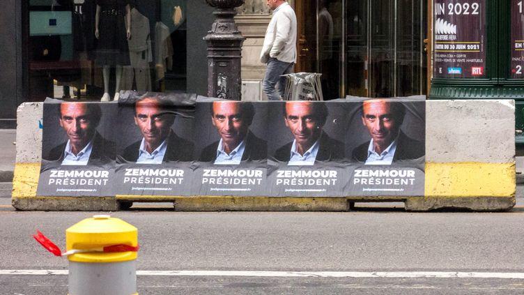 Campagne d'affichage pour une candidature d'Eric Zemmour à la présidentielle, en juin 2021. (BRUNO LEVESQUE / MAXPPP)