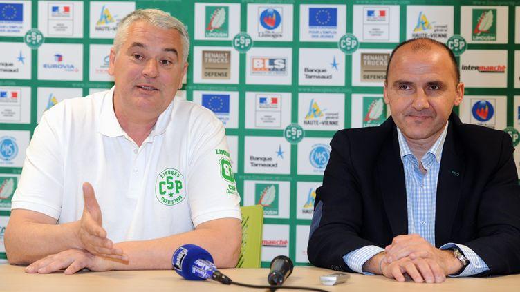 Philippe Hervé (à gauche) présenté par le président du CSP, Frédéric Forte (à droite)  (THOMAS JOUHANNAUD / MAXPPP)