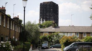 La tour Grenfell, dans le quartier de North Kensington, à Londres, photographiée dimanche 18 juin 2017. (TOLGA AKMEN / AFP)