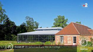 Le bâtiment où a eu lieu le mariage, dans l'Orne. (France 2)