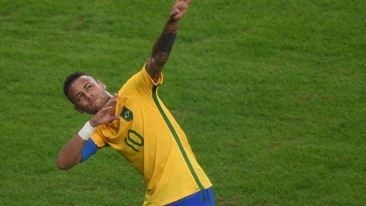 Neymar rend hommage à Usain Bolt pour fêter son but face à l'Allemagne (SEBASTIAN KAHNERT / DPA)