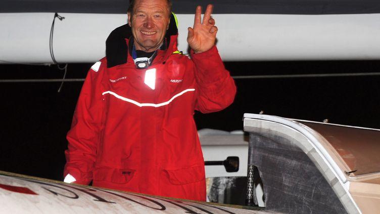 Francis Joyon le 16 décembre 2016 lors du départ du Trophée Jues Verne à Brest (Finistère). (FRED TANNEAU / AFP)