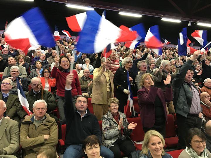 Tous les militants de François Fillon ont pu rentrer dans le meeting malgré le filtrage de militants CGT. (ROBIN PRUDENT / FRANCEINFO)