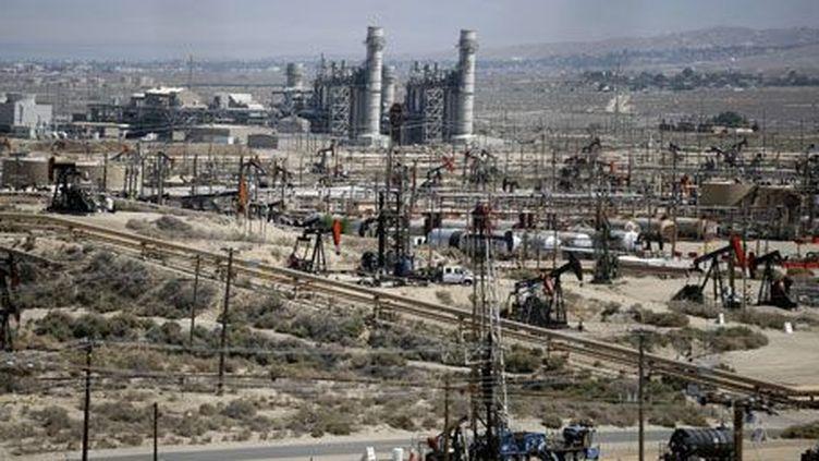 Les réserves du champ deSunset Midway, en Californie,sontestimée à15 milliards de barils de pétrole techniquement exploitablepar fracturation hydraulique, ou fracking. Cette technique nécessitel'injectionde grandes quantités d'eau, de sable et de produits chimiquesdans les formations de schiste pour récupérerles hydrocarburesensurface. (REUTERS PHOTO/Lucy Nicholson )