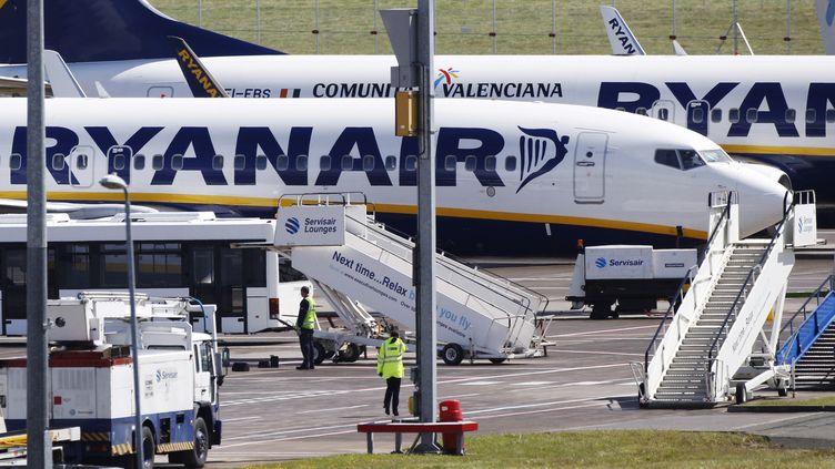 Des avions de la compagnie Ryanair sur le tarmac de l'aéroport d'Edimbourg (Ecosse), le 24 septembre 2011. (DAVID MOIR / REUTERS)