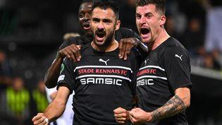 Hamari Traoré, Gaëtan Laborde et Baptiste Santamarie célèbrent leur victoire contre Mura (2-1) en Ligue Europa Conférence, jeudi 21 octobre. (JURE MAKOVEC / AFP)
