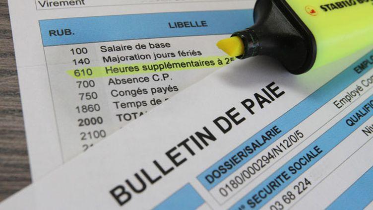 (Un bulletin de salaire français comporte plus de 40 lignes, contre 12 au Japon © MaxPPP)